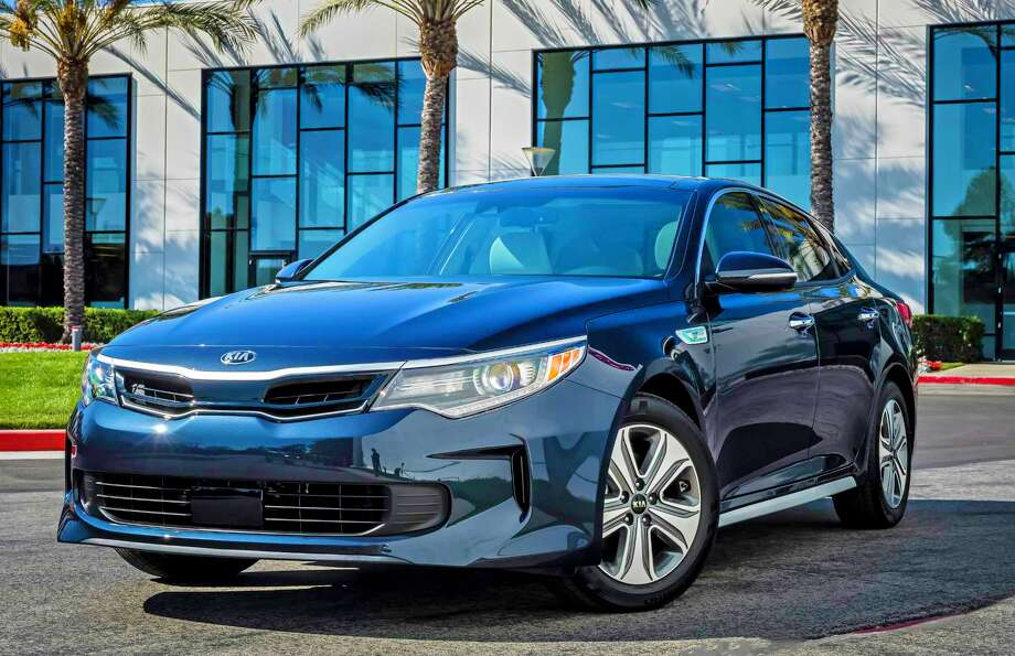 kiau0027s redesigned optima hybrid has a combined 192 horsepower with the gasoline engine and electric