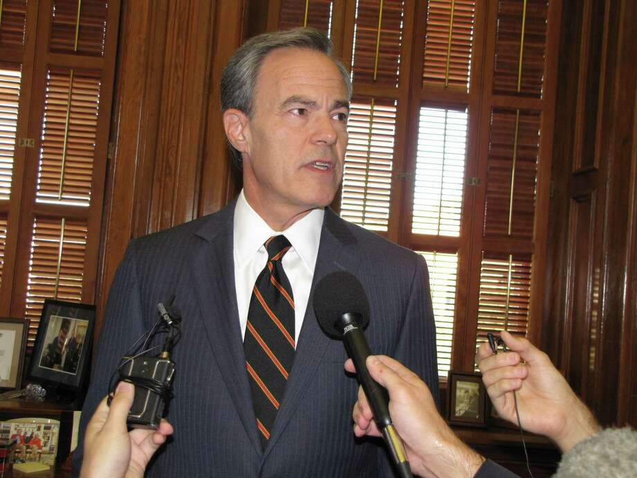 Texas Speaker of the House Joe Straus announces he won't run for re-election at a press  conference. Photo: Allison Morris, San Antonio Express-News / San Antonio Express-News