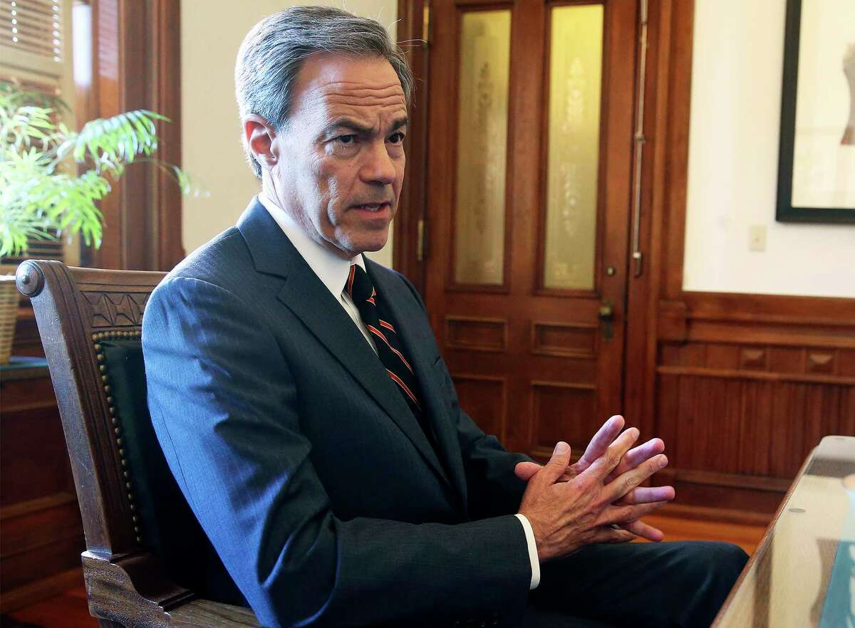 Joe Straus, R-San Antonio, will not seek a new term as House speaker and will step down after the 14 months remaining on his current term are complete.