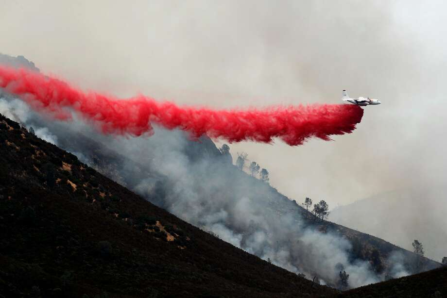 Air tanker drops fire retardant along the ridge line above Lake McClure, as the northern end of the Detwiler fire moves closer to Coulterville, Ca., on Thursday July 20, 2017. Photo: Michael Macor, The Chronicle