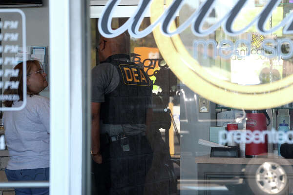 Drug Enforcement Agency officers execute a search warrant Tuesday morning at Optimum Medical Weight Control and Family Wellness in Nederland.  Photo taken Tuesday, October 24, 2017 Guiseppe Barranco/The Enterprise