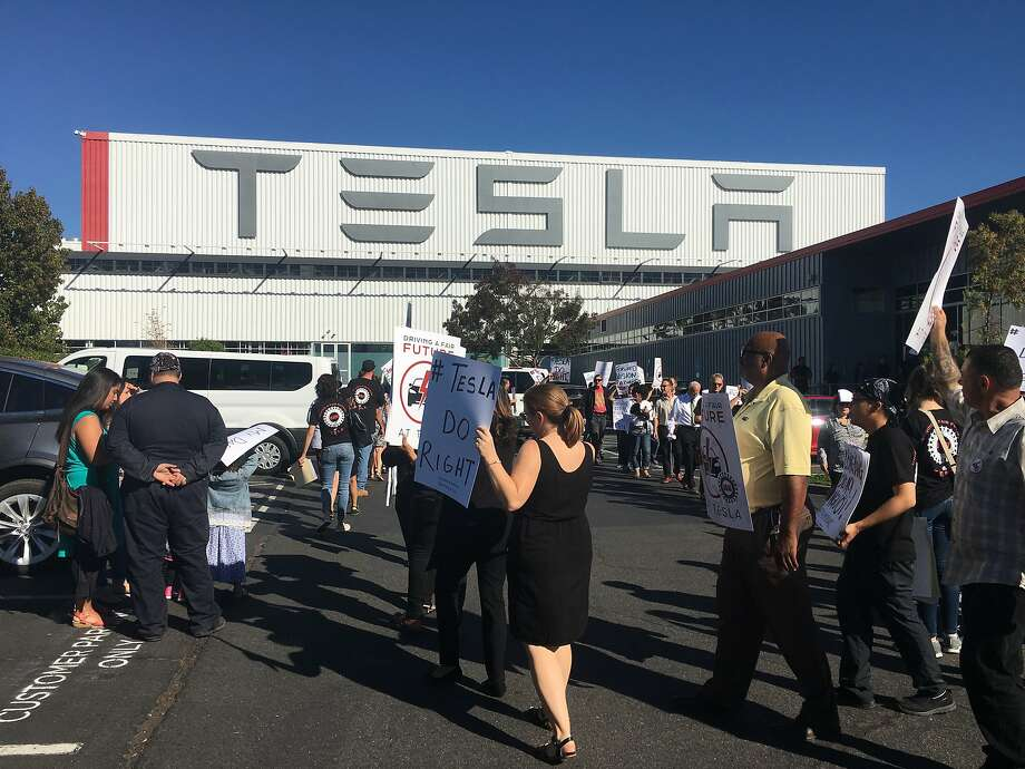 Pro-union Tesla employees rally outside the company's auto factory on Oct. 24. The United Auto Workers filed a complaint Wednesday with federal authorities accusing Tesla of firing workers for supporting the union. Photo: Bergen Kenny, Storefront Political Media