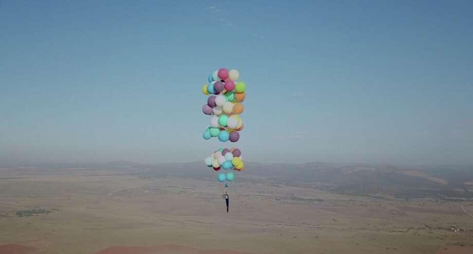 Attirant Tom Morgan, Of Bristol, England, Soared 8,000 Feet Above South Africa In A