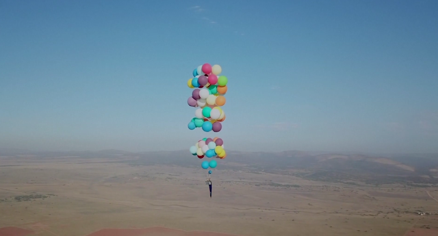 Video Photos Man Flies For Miles In A Lawn Chair Buoyed