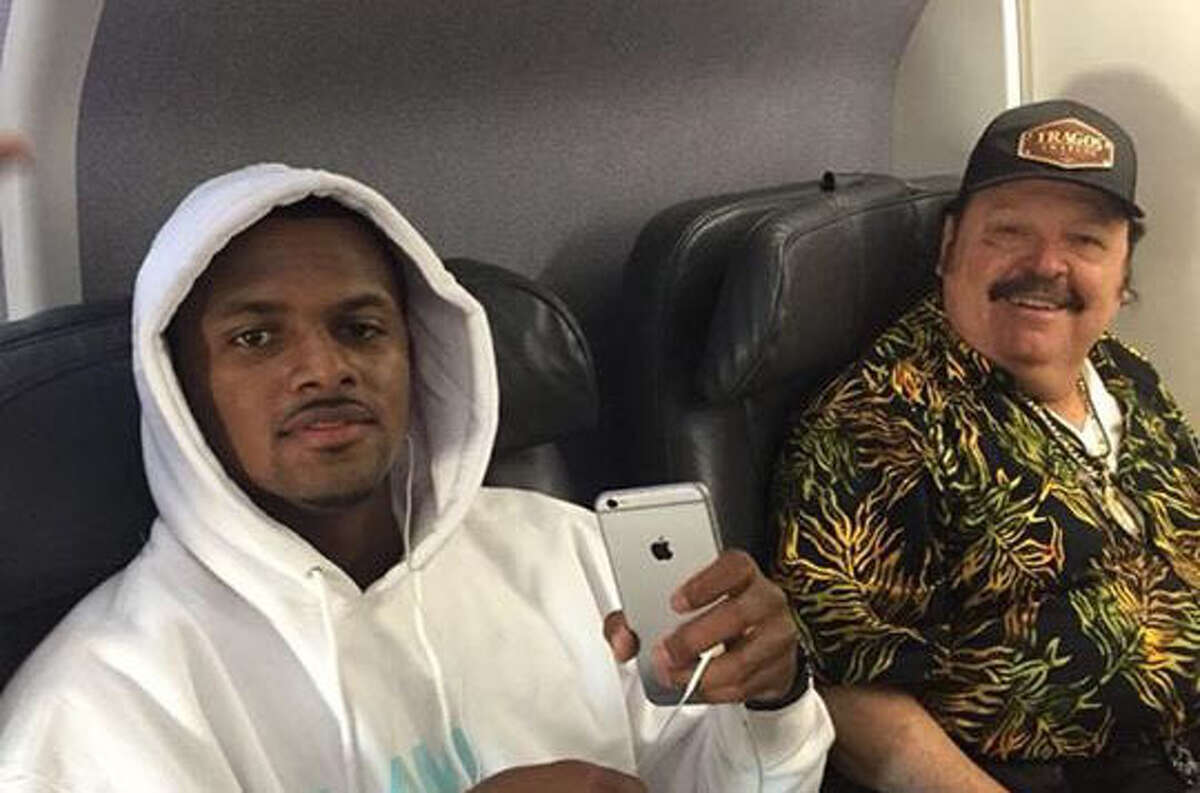 Last weekend conjunto star Ramon Ayala and the Texans' rookie QB Deshaun Watson took a photo on an airplane together. Name a more iconic duo, we'll wait. Actually don't...you might spoil the rest of the costumes.