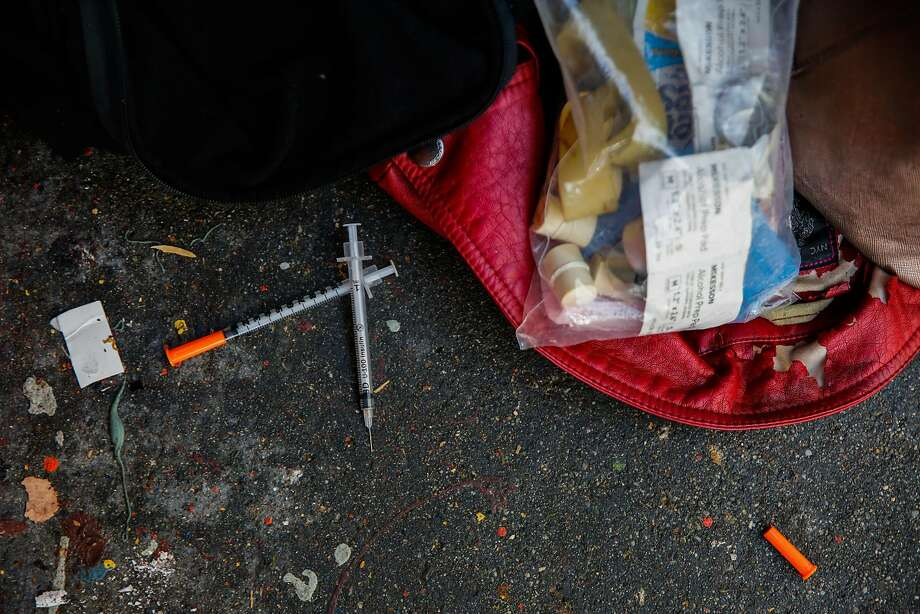 Discarded needles on Larkin Street in San Francisco, Calif., on Thursday, Oct. 26, 2017. Photo: Gabrielle Lurie / The Chronicle 2017