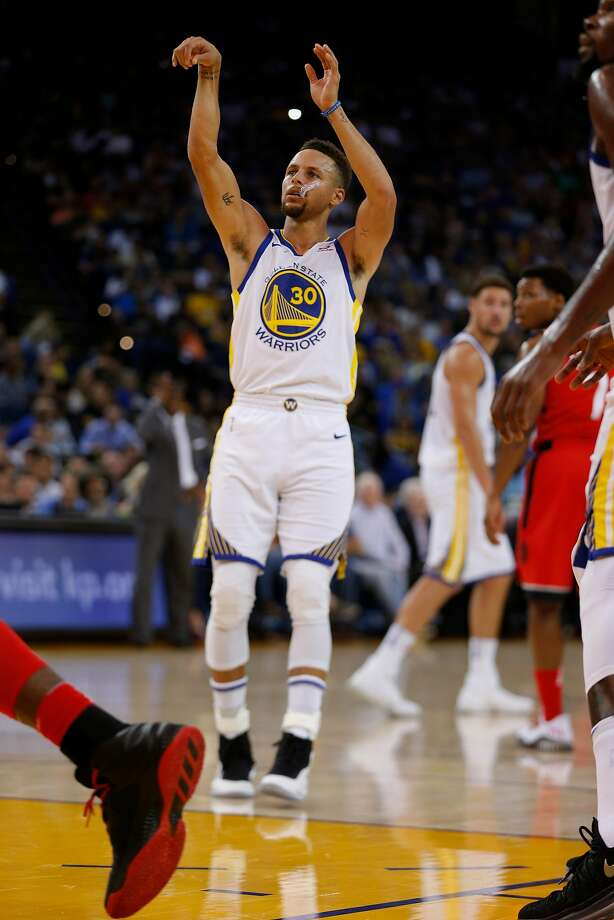 Golden State Warriors guard Stephen Curry (30) makes both of his free throws during the first half of an NBA game between the Golden State Warriors and Toronto Raptors at Oracle Arena on Wednesday, Oct. 25, 2017, in Oakland, Calif. The Warriors won 117-112. Photo: Santiago Mejia, The Chronicle