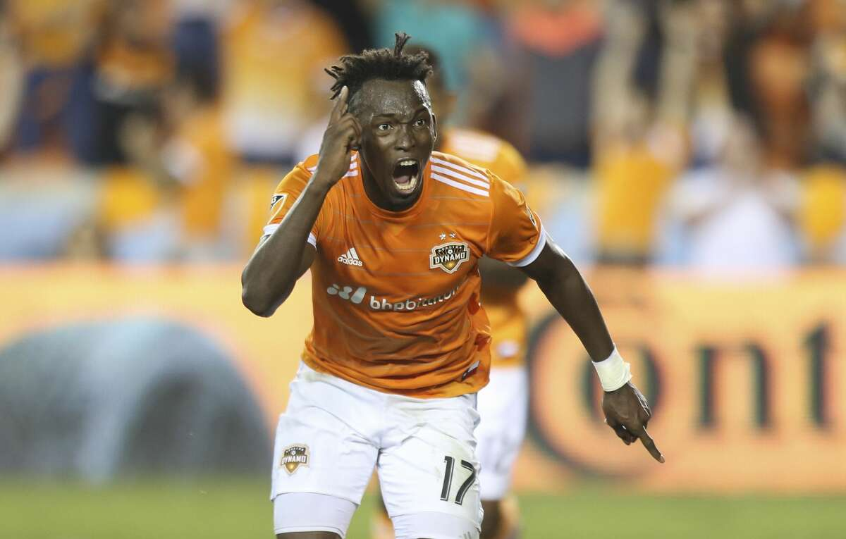 Houston Dynamo forward Alberth Elis (17) celebrates his goal during the first half of OT of the first-round playoff MLS match at BBVA Compass Stadium Thursday, Oct. 26, 2017, in Houston. ( Yi-Chin Lee / Houston Chronicle )