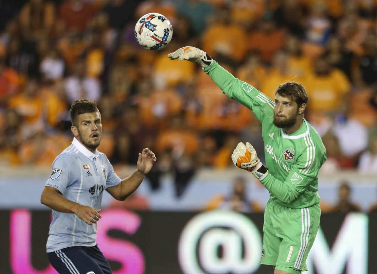 Houston Dynamo goalkeeper Tyler Deric (1) throws the ball to his teammates during the second half of the first-round playoff MLS match at BBVA Compass Stadium Thursday, Oct. 26, 2017, in Houston. ( Yi-Chin Lee / Houston Chronicle )