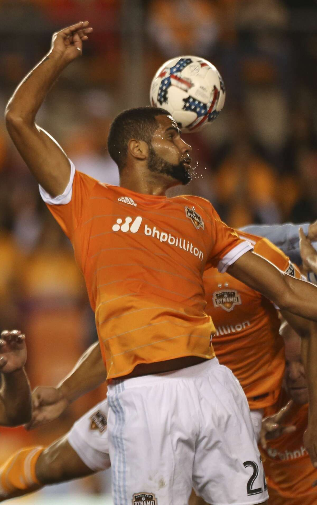 Houston Dynamo defender Leonardo (22) attempts a header during the first half of the first-round playoff MLS match against the Sporting Kansas City at BBVA Compass Stadium Thursday, Oct. 26, 2017, in Houston. ( Yi-Chin Lee / Houston Chronicle )