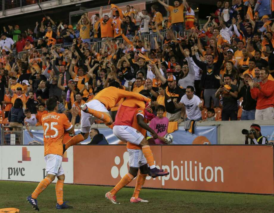 Forward Alberth Elis shoulders a load after scoring in the sixth minute of the first overtime period - a goal that gave the Dynamo a 1-0 win over Sporting Kansas City and a spot in the Western Conference semifinals. Photo: Yi-Chin Lee, Houston Chronicle / © 2017  Houston Chronicle