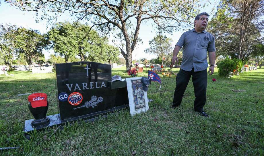 Christopher Varela and his siblings have been decorating his dad's (Joe G. Varela Sr.,) grave with Astros gear in Forest Park Lawndale Cemetery Thursday, Oct. 26, 2017, in Houston. Photo: Steve Gonzales, Houston Chronicle / © 2017 Houston Chronicle