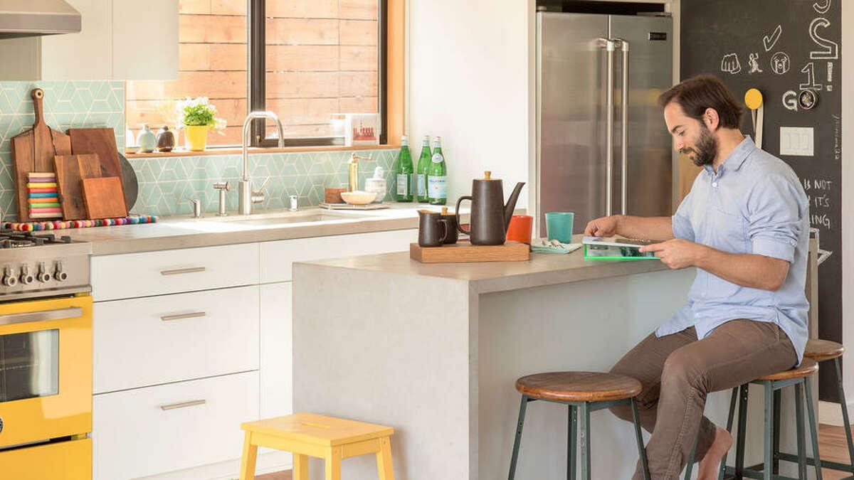 10 Inventive Kitchen Backsplashes