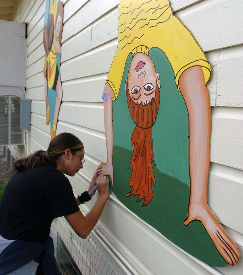 Whittier Middle School participated in a San Antonio Independent School District principal-for-a-day program on Monday. Here, Maria Ochoa signs her mural in 2004 during a dedication ceremony for a set of murals painted on the portable classrooms at the school. Photo: WILLIAM LUTHER /SAN ANTONIO EXPRESS-NEWS / SAN ANTONIO EXPRESS-NEWS