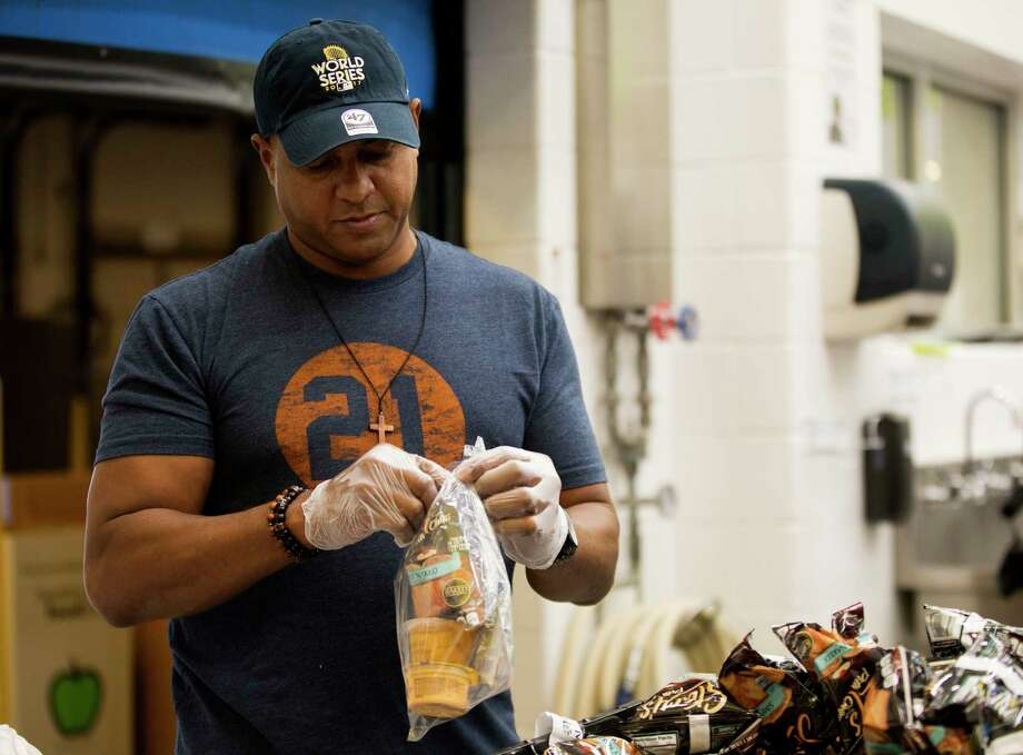 Roberto Clemente Jr., son of the late Hall of Fame Roberto Clemente, helps pack lunch bags during volunteer event at the Houston Food Bank Friday, Oct. 27, 2017, in Houston. Photo: Godofredo A. Vasquez, Houston Chronicle / Godofredo A. Vasquez