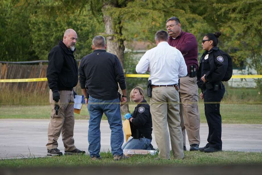 Officers investigate the fatal shooting of a 16-year-old boy Friday afternoon at John H. Sterling Memorial Park, in the 3200 block of Alan Shepard Drive in Kirby. Photo: Jacob Beltran /San Antonio Express-News / San Antonio Express-News