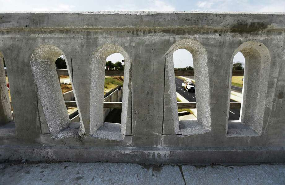 """Decorative arches along a concrete barrier on the New Braunfels Street bridge over Interstate 35 near downtown appear deformed. Texas Department of Transportation officials have acknowledged the issue which occurred during the concrete drying process and have stated that the end results were """"terrible."""" Photo: Kin Man Hui /San Antonio Express-News / ©2017 San Antonio Express-News"""