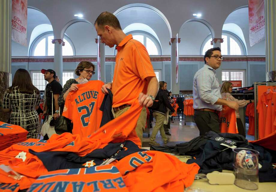Houston Astros fans purchase team apparel a day before the Astros host the Los Angeles Dodgers during the World Series at Minute Maid Park  in Houston. ( Godofredo A. Vasquez / Houston Chronicle ) Photo: Godofredo A. Vasquez, Houston Chronicle / Godofredo A. Vasquez