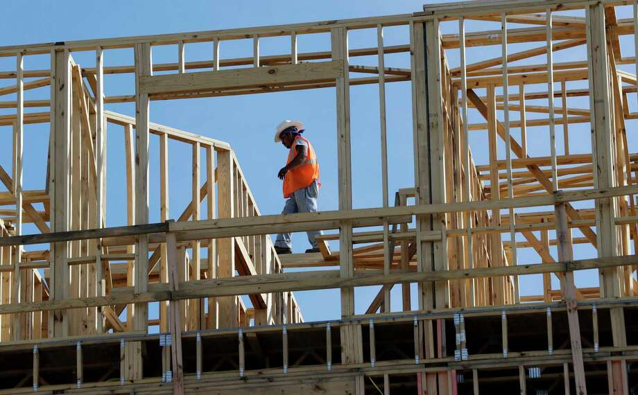 Workers build an apartment and retail complex this month in Nashville, Tenn. The U.S. economy expanded at a 3 percent annualized rate this summer.  Photo: Mark Humphrey, STF / Copyright 2017 The Associated Press. All rights reserved.