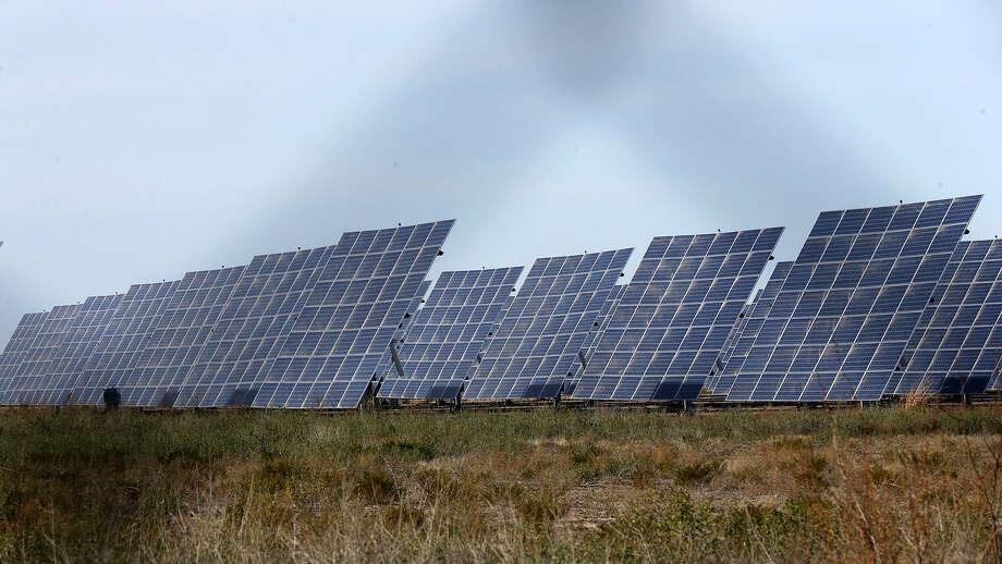Shell is putting serious money in utility-scale solar energy.  Photo: John Davenport, STAFF / ©John Davenport/San Antonio Express-News