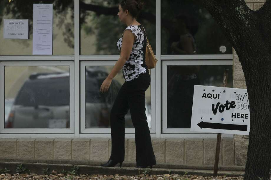 VIA Metropolitan Transit will offer free rides on Election Day to voters who present valid voter registration cards. Photo: John Davenport /San Antonio Express-News / ©San Antonio Express-News/John Davenport