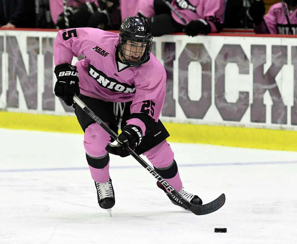 Union Dutchmen forward Ryan Walker (25) skates with the puck against theRensselaer Engineers during the second period of an NCAA college hockey game Friday, Oct. 27, 2017, in Schenectady, N.Y., (Hans Pennink / Special to the Times Union) ORG XMIT: HP114