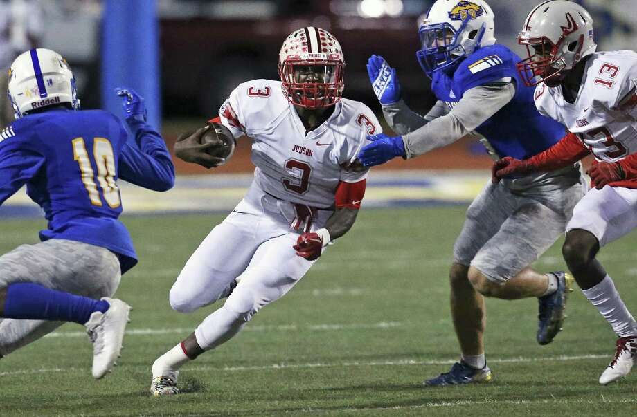 Judson quarterback Sincere McCormick slices for yards on the first possession as Clemens hosts Judson at Lehnhoff Stadium on October 27, 2017. Photo: Tom Reel, Staff / San Antonio Express-News / 2017 SAN ANTONIO EXPRESS-NEWS