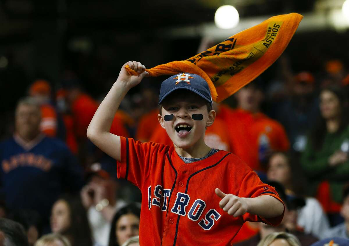 Fans cheer during the ninth inning of Game 3 of the World Series at Minute Maid Park on Friday, Oct. 27, 2017, in Houston. ( Brett Coomer / Houston Chronicle )