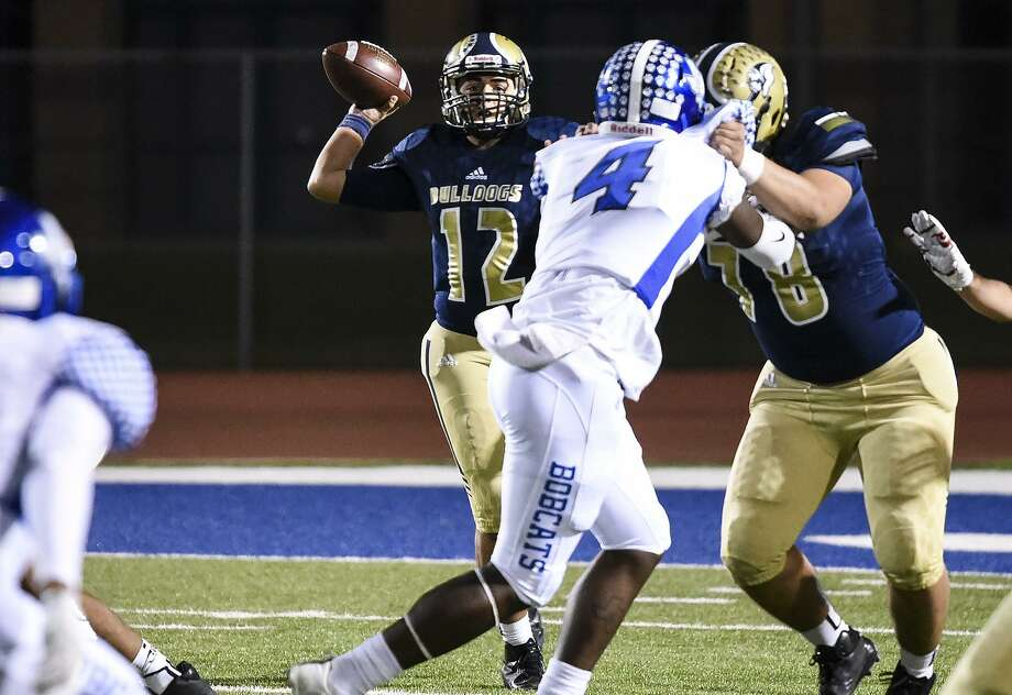 Matthew Connor passed for 227 yards and three touchdowns in last week's 42-17 win over McAllen Rowe. Photo: Danny Zaragoza /Laredo Morning Times File