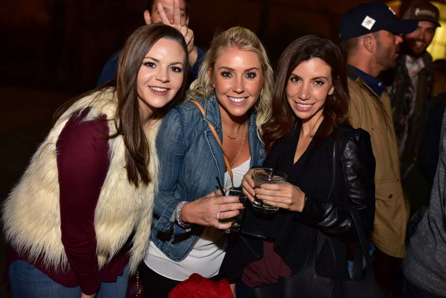 Fans of Chris Stapleton at Cynthia Woods Mitchell Pavilion on Friday October 27, 2017 Photo: Jamaal Ellis, For The Chronicle / ©2017 Houston Chronicle