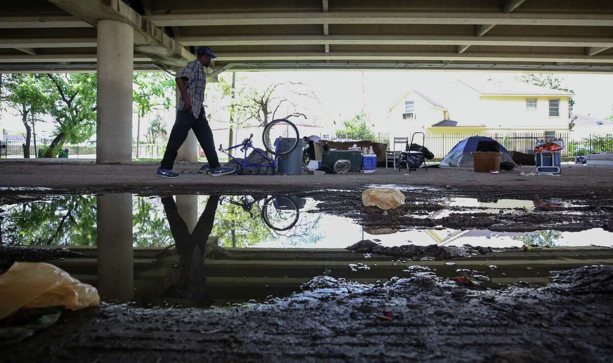City officials evacuated a homeless encampment due to serious health hazards under the Highway 59 overpass, between Caroline and La Branch streets Thursday, Aug. 10, 2017, in Houston. People will be able to return once the city is done with cleanup of the area. ( Godofredo A. Vasquez / Houston Chronicle )