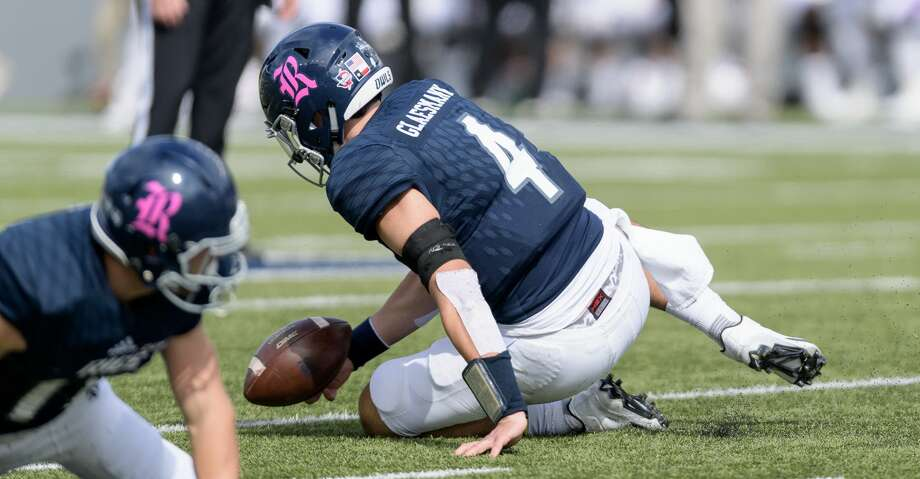 Sam Glaesmann (4) fumbles the handoff in the first half against the Louisiana Tech Bulldogs in a Conference USA football game on Saturday, October 28, 2017 at Rice Stadium in Houston Texas. Photo: Wilf Thorne/For The Chronicle