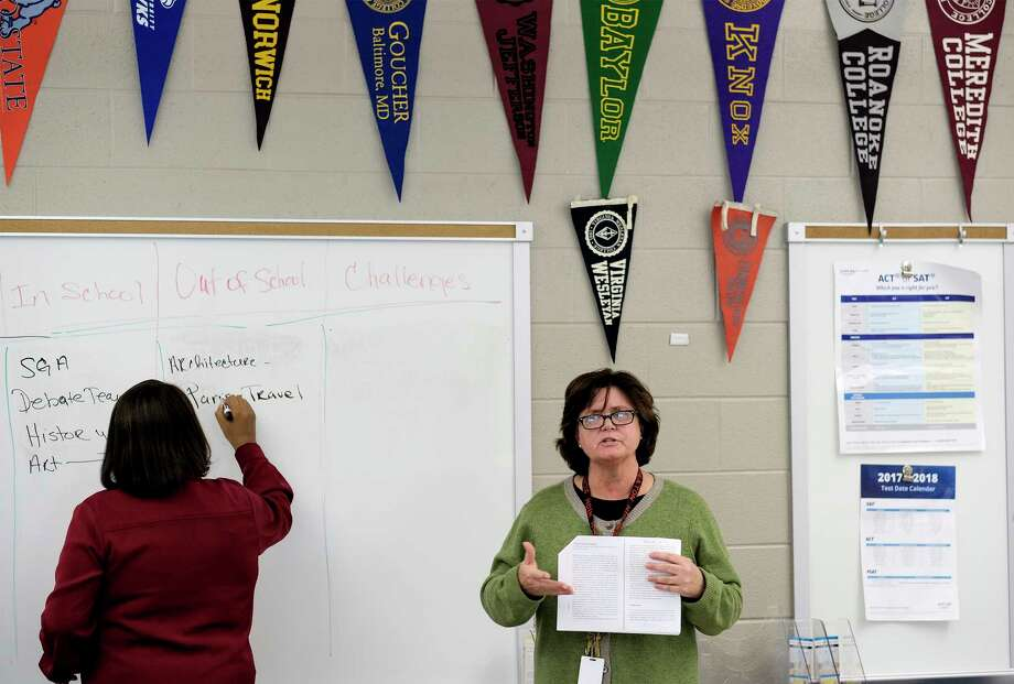 Attirant Leslie Atkin Leads A College Essay Workshop At Wheaton High School In  Montgomery County, Maryland