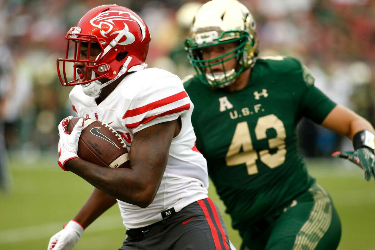 TAMPA, FL - OCTOBER 28: Wide receiver John Leday #85 of the Houston Cougars evades linebacker Auggie Sanchez #43 of the South Florida Bulls during a carry in the first quarter of an NCAA football game on October 28, 2017 at Raymond James Stadium in Tampa, Florida. (Photo by Brian Blanco/Getty Images)