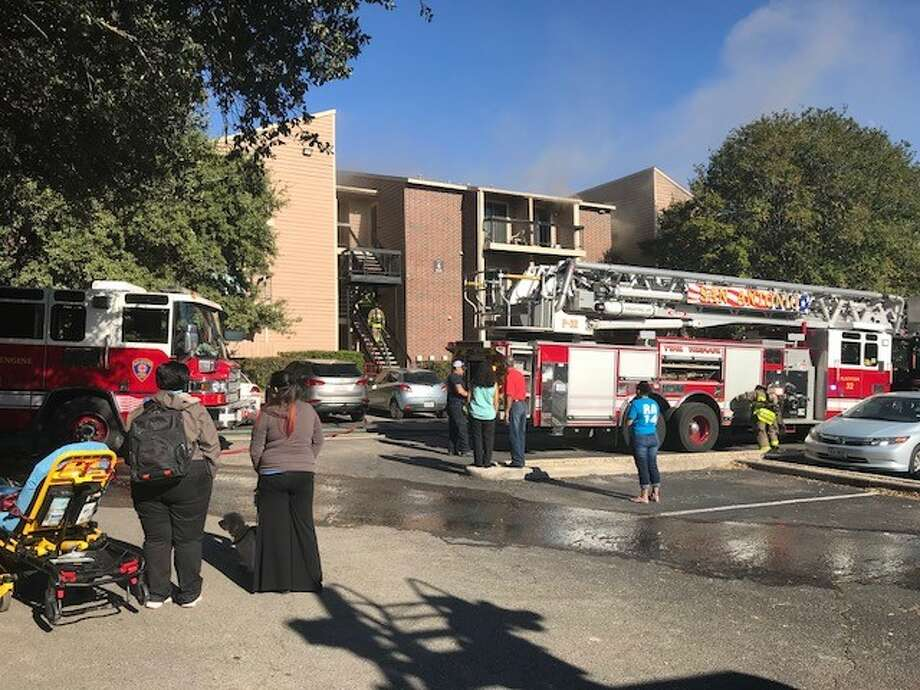 About 25 units from the San Antonio Fire Department responded to a second apartment fire on the city's Northwest Side Saturday, Oct. 28, 2017. Photo: Alexandro M. Luna