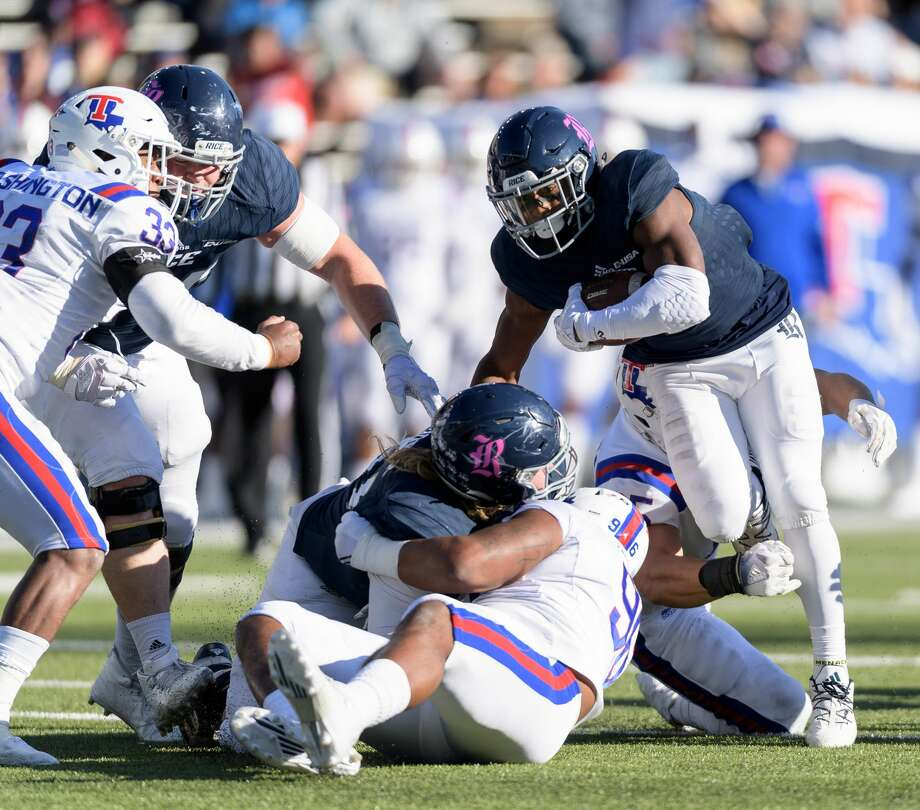 Austin Walter (2) of the Rice Owls is one of five FBS players this season who has rushing and receiving gains of at least 70 yards. Photo: Wilf Thorne/For The Chronicle