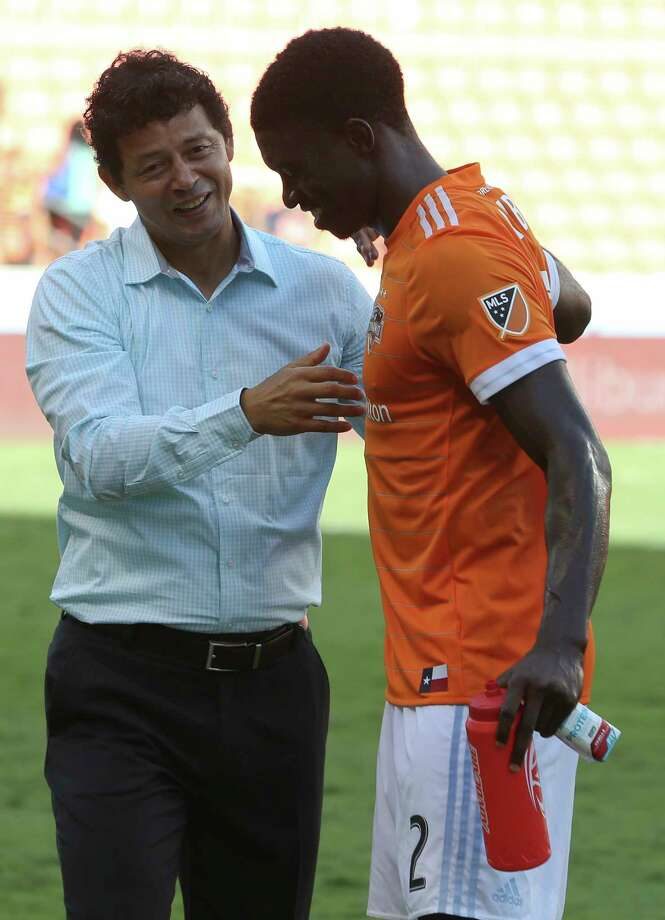 Dynamo coach Wilmer Cabrera, left, likely will turn Jalil Anibaba from a reliable substitute into a starter because of a hamstring injury to Leonardo. Photo: Yi-Chin Lee, Houston Chronicle / © 2017  Houston Chronicle
