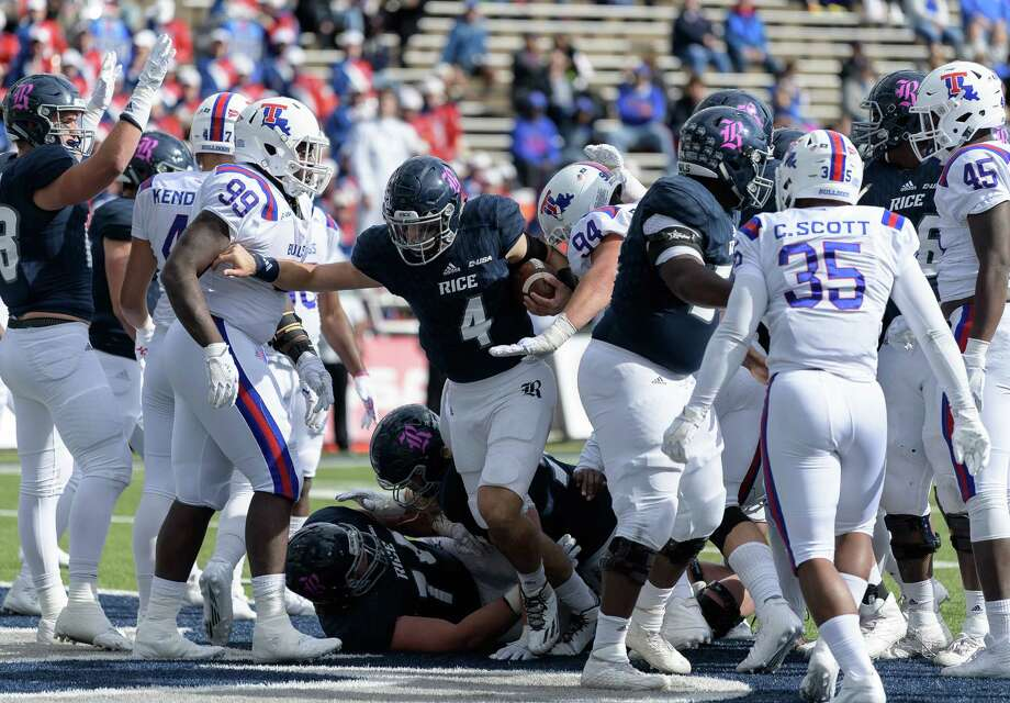 Rice's Sam Glaesmann (4) threw for 187 yards and a score while adding 89 yards and two touchdowns on the ground in the 42-28 loss to Louisiana Tech.  Photo: Wilf Thorne / © 2017 Houston Chronicle