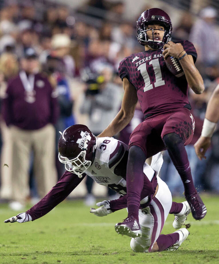 Texas A&M coach Kevin Sumlin said he plans to stick with Kellen Mond (11) at quarterback. Photo: Sam Craft/Associated Press