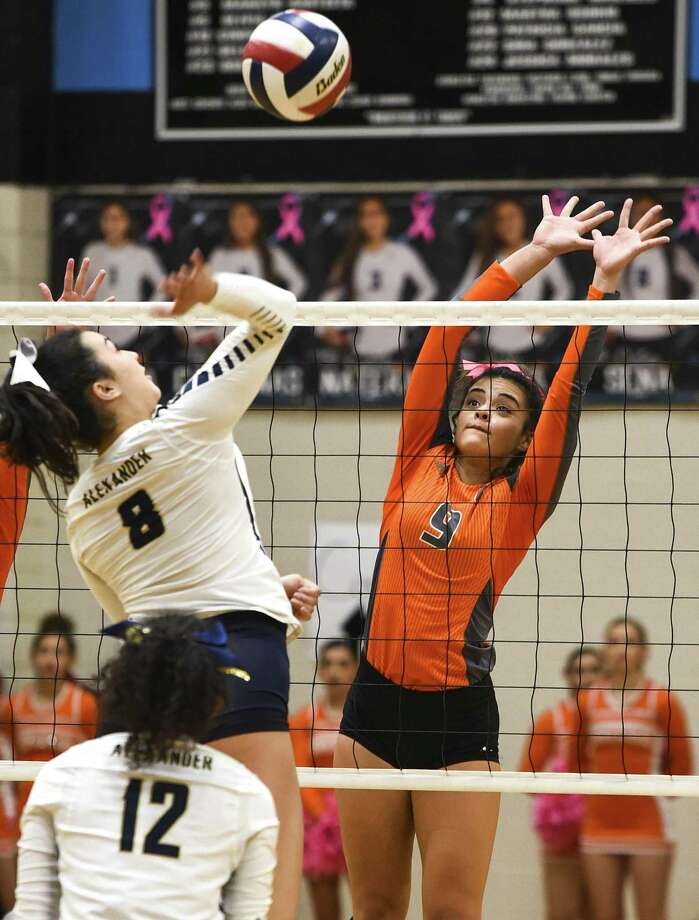 United faces Nikki Rowe at 7 p.m. Monday in Alice in the third round of the playoffs, and Alexander faces McAllen Memorial at 7 p.m. Tuesday in Roma. Photo: Danny Zaragoza /Laredo Morning Times File