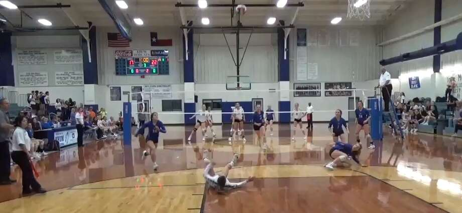 "Decatur High School volleyball player Autumn Finney pulled off an unbelievable return that is being hailed as ""superhuman"" by some sports news outlets. Photo: Twitter Screengrab"