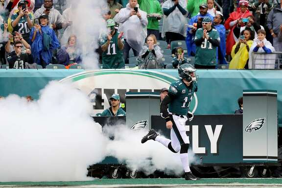 PHILADELPHIA, PA - OCTOBER 29:  Carson Wentz #11 of the Philadelphia Eagles takes the field prior to taking on the San Francisco 49ers during their game at Lincoln Financial Field on October 29, 2017 in Philadelphia, Pennsylvania.  (Photo by Abbie Parr/Getty Images)