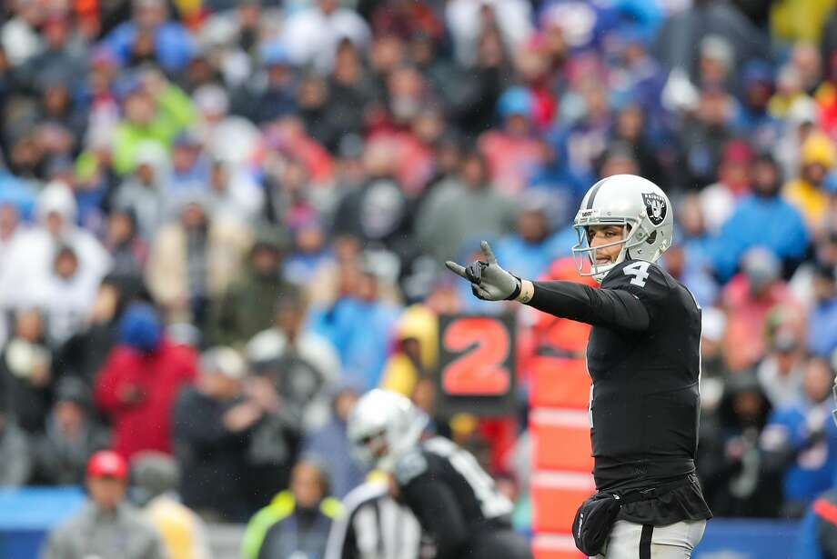 ORCHARD PARK, NY - OCTOBER 29:  Derek Carr #4 of the Oakland Raiders signals to the offense during the third quarter of an NFL game against the Buffalo Bills on October 29, 2017 at New Era Field in Orchard Park, New York.  (Photo by Brett Carlsen/Getty Images) Photo: Brett Carlsen, Getty Images