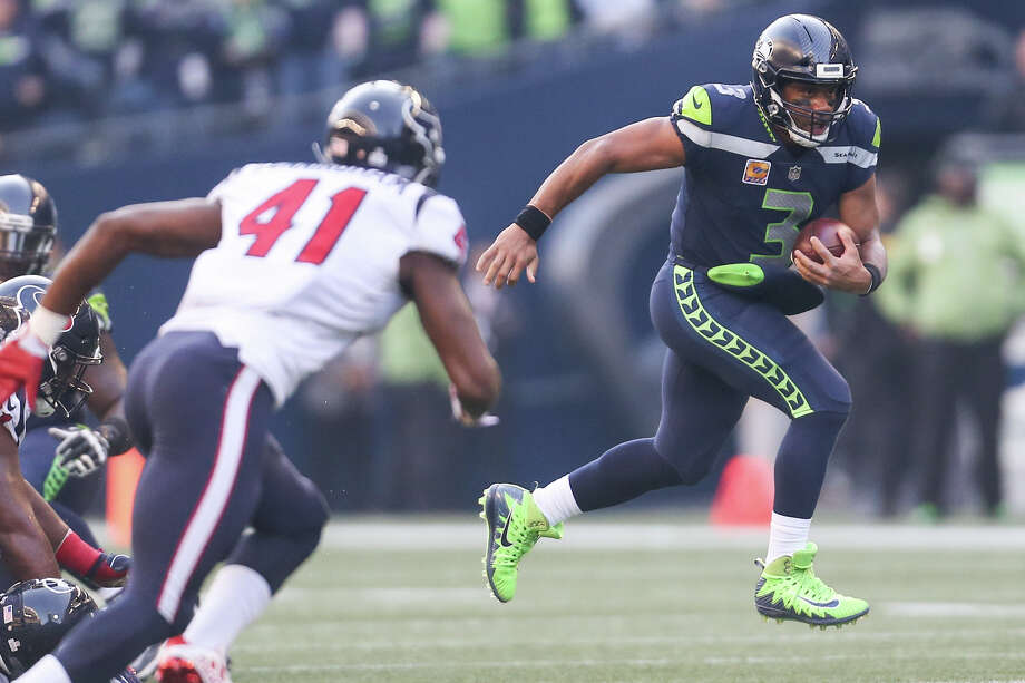 QB Russell WilsonPro Football Focus grade: 89.5 PFF analysis: An ominous performance from Wilson who was flawless for the majority of this game even if he left owing his defense a big thank you for getting him the ball back after a potentially back-breaking interception. Even with that he was remarkable, faced with pressure on over a third of his dropbacks he was still able to work at all levels of the defense, completing a remarkable 14 passes further than 10 yards in the air with five over 20 yards. The play of his line isn't getting any better, but he's adjusted and has really upped his game after a slow start to the year. Photo: GRANT HINDSLEY, SEATTLEPI.COM / SEATTLEPI.COM