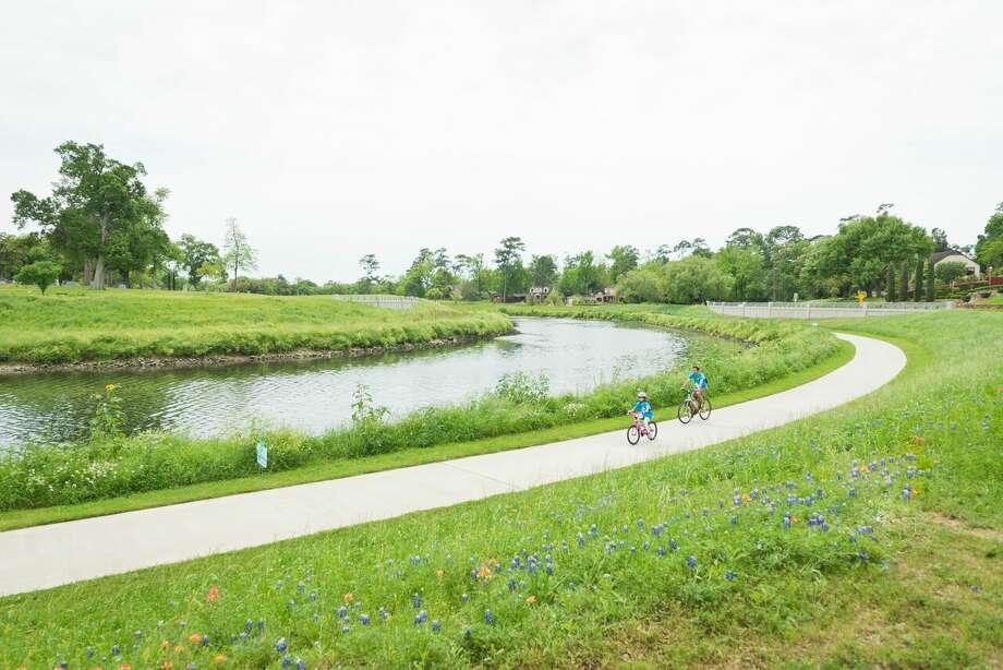 Bicyclists on Brays Bayou Greenway. Photo: Anthony Rathburn