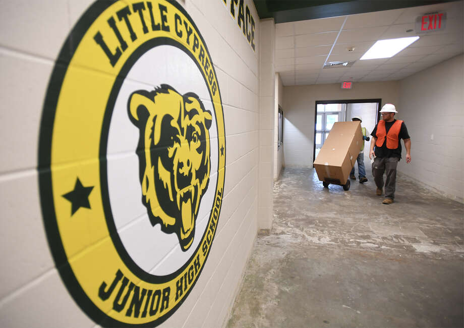 Workers haul supplies around Little Cypress-Mauriceville elementary to prepare for the Monday's return of students since flood waters closed the school. Photo taken Friday, October 27, 2017 Guiseppe Barranco/The Enterprise Photo: Guiseppe Barranco, Photo Editor / Guiseppe Barranco ©