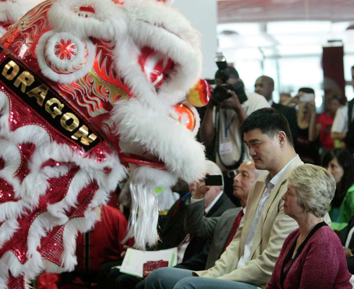 Former Houston Rockets center Yao Ming and Houston Mayor Annise Parker get a close look at the Dragon dancers performing in honor of the inaugural flight of Air China arriving at George Bush Intercontinental from Beijing Capital International Airport Thursday, July 11, 2013. The unprecedented partnership between Houston and China opens a new gateway and solidly connects business and leisure travelers between the fourth largest city in the U.S. and mainland China. (Billy Smith II /Chronicle)