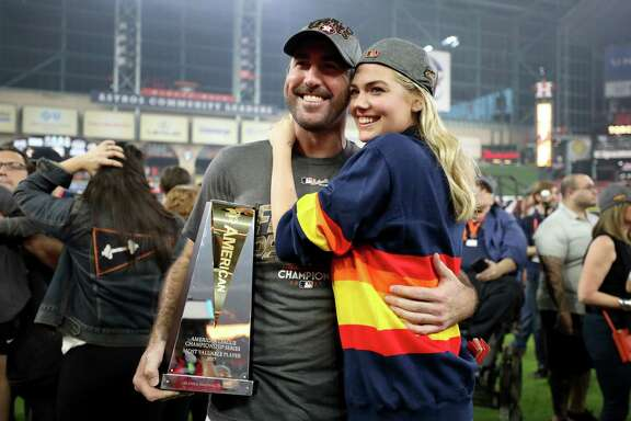 HOUSTON, TX - OCTOBER 21:  Justin Verlander #35 of the Houston Astros celebrates with model Kate Upton and the MVP trophy after defeating the New York Yankees by a score of 4-0 to win Game Seven of the American League Championship Series at Minute Maid Park on October 21, 2017 in Houston, Texas. The Houston Astros advance to face the Los Angeles Dodgers in the World Series.  (Photo by Ronald Martinez/Getty Images)