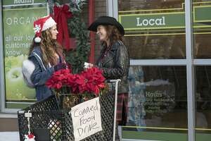 """This image released by STX Entertainment shows Kathryn Hahn, left, and Susan Sarandon in the film, """"A Bad Moms Christmas."""" (Hilary Bronwyn Gayle/STX Entertainment via AP)"""