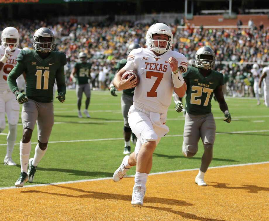 Shane Buechele handled quarterbacking duties against Baylor, scoring on a 28-yard run in the 38-7 victory. Photo: Rod Aydelotte, FRE / FRE36102 AP